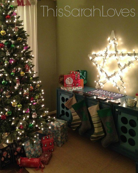 Christmas-Yardstick-Star-with-Christmas-Lights-thissarahloves
