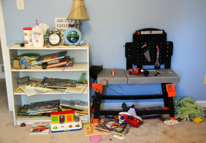 Kids and clutter come hand in hand! This helpful post shares easy tips on how to tackle the clutter so everyone will be happy!