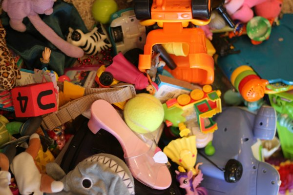 Drowning in toys? Here's a free thankfulness activty that might help