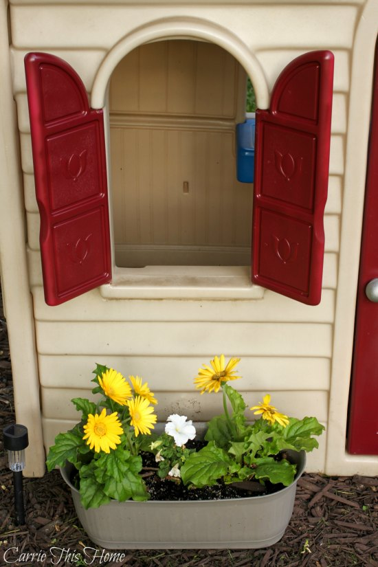 Adding flowers to a Little Tikes play house make it so adorable!