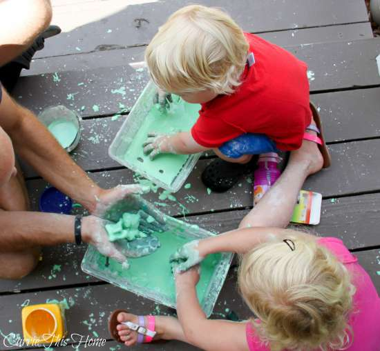Homemade Oobleck is super fun (and a little bit messy!)