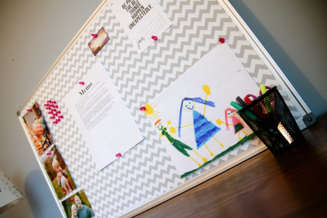 Love this fabric covered bulletin board tutorial!