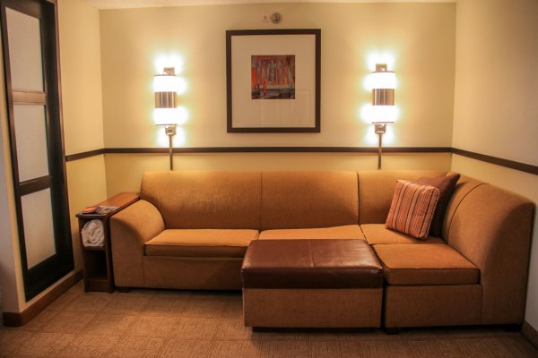 How to clean furnishings in a hotel room