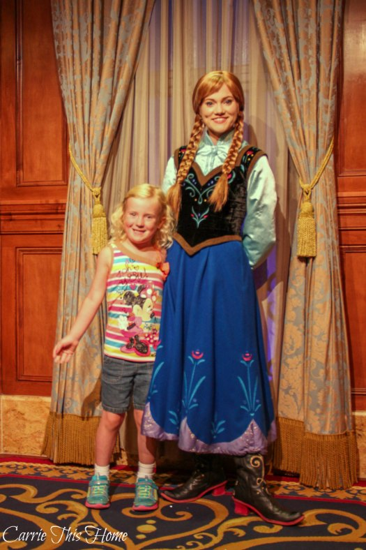Character greet with Anna!