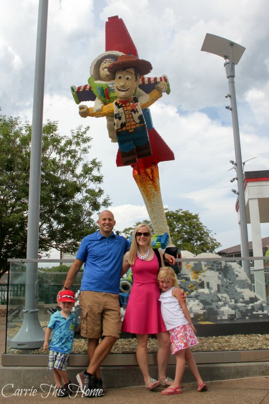 he Lego Store in Downtown Disney has an amazing statues outside made entirely of Legos!